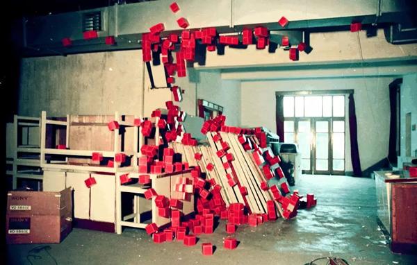 倪卫华连续扩散事态——红盒电脑、印刷纸盒等尺寸可变1992