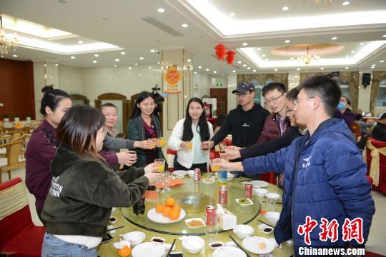 """华侨大学近700名境内外师生同吃年夜饭共享""""中国年"""""""