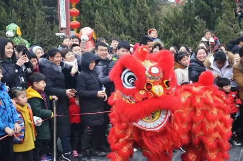 河南开封:正月十五逛万岁山解锁元宵节全新玩法