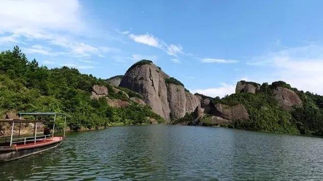 汉仙岩风景区位于江西省赣州会昌县筠门岭境内,坐落在闽,粤,赣三省
