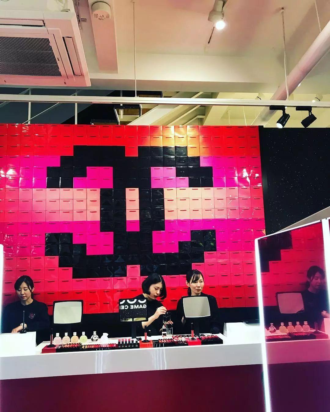 香奈儿在东京开了一家游戏厅!娃娃机里的口红免费夹!
