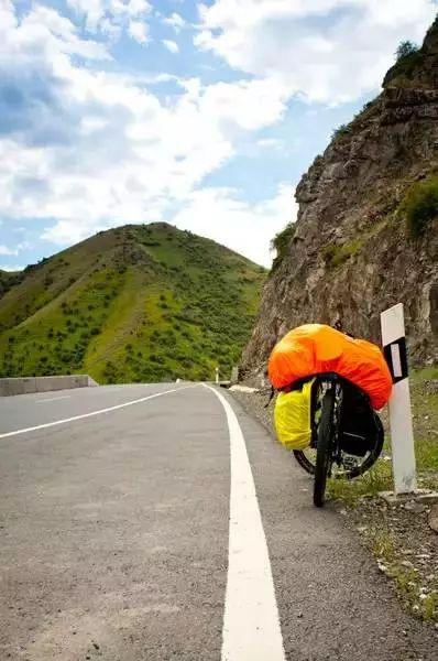 新疆天山脚下的独库公路:此生必走一次的景观大道