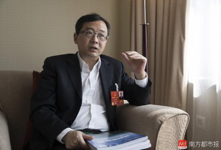 全国人大代表、 上海财经大学公共经济与管理学院院长刘小兵.jpg