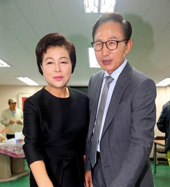 김윤옥 경천동지