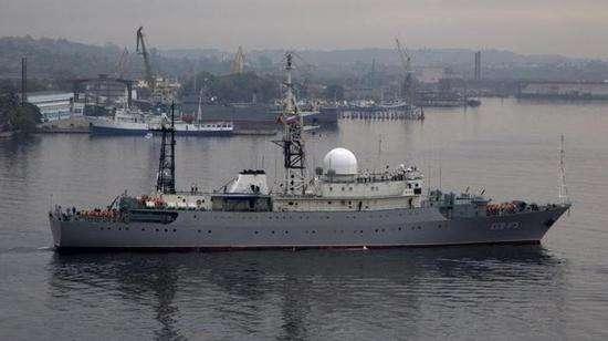 俄军间谍船抵近美国本土基地 监视核潜艇动向
