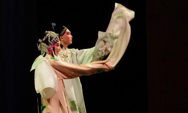 """何怀硕:管窥中国戏曲,及中国艺术何以""""越陈越香"""""""