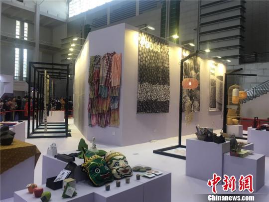 图为2018中国(宁波)特色文化产业博览会现场李佳赟摄