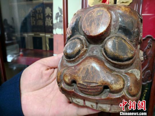 图为收藏的傩面具。 刘薛梅摄