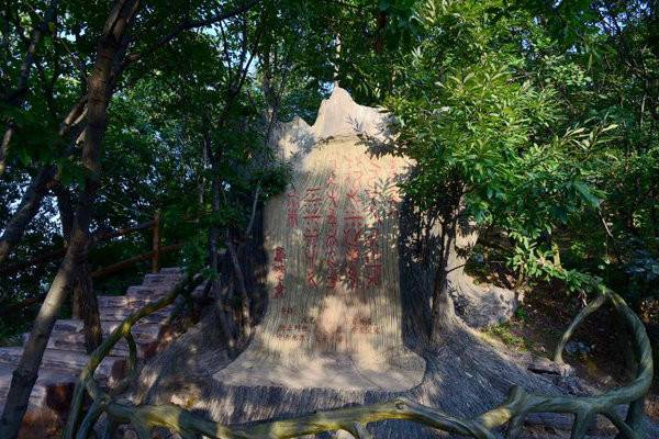 河南九峰山景区开业 游客络绎不绝