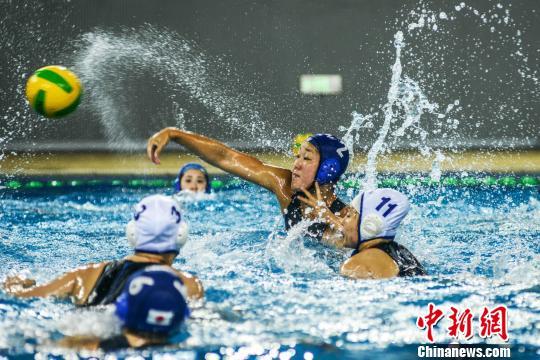 5月16日,2018年全国女子水球锦标赛在广西梧州打响。 杨扬摄