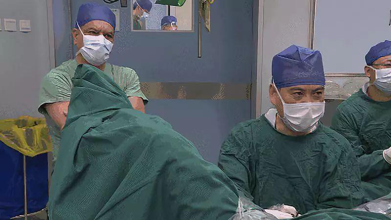 前列腺癌治疗领域顶尖专家加拿大Saad教授来院观摩学习.jpg