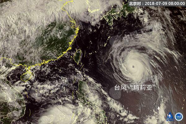 图为今天8时,风云四号卫星拍摄到的卫星云图。
