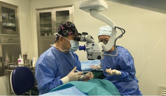 海南眼科新突破首例ICL V4c晶体植入手术在国爱中心顺利完成