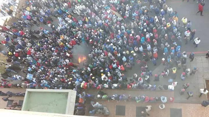 南非骚乱致华人商铺遭哄抢 我领馆:尽快改变前店后家模式