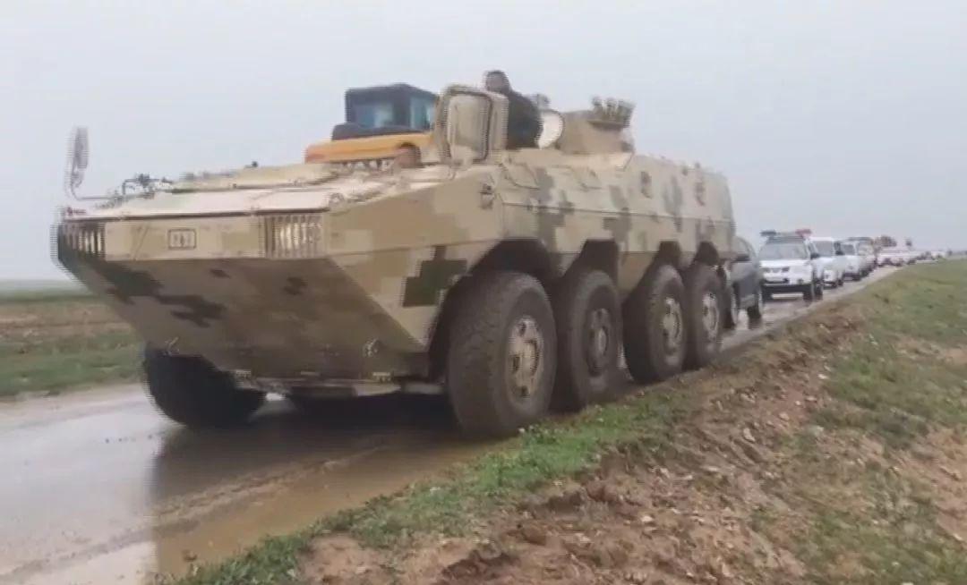 危急关头!兵工厂民事诉讼代理人推荐函冲出一队崭新装甲战车