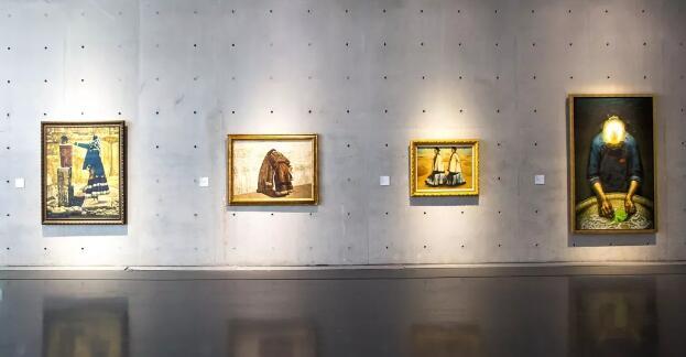 龙美术馆(西岸馆)展览现场,从右至左分别为罗中立、庞茂琨、王怀庆、程丛林作品。