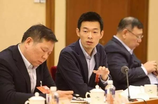 耶鲁村官秦玥飞被指奢侈成风 其公益组织账目混乱