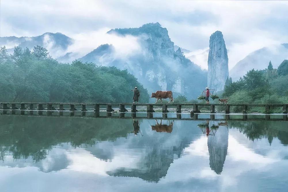 缙云仙都鼎湖峰 仙都风景区在缙云县城东7公里处,鼎湖峰是整个风景区