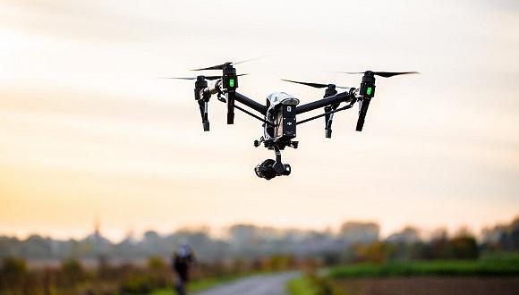 无人机飞进非洲