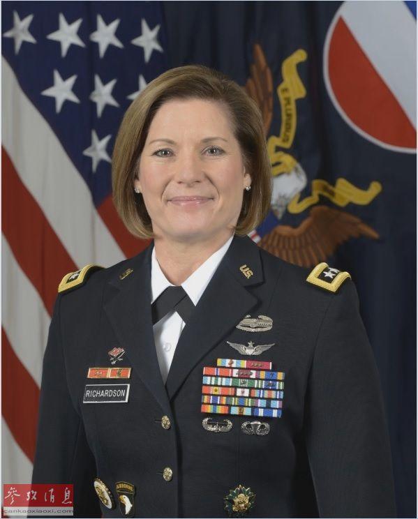 资料图片:劳拉·理查森中将(美国陆军网站)。