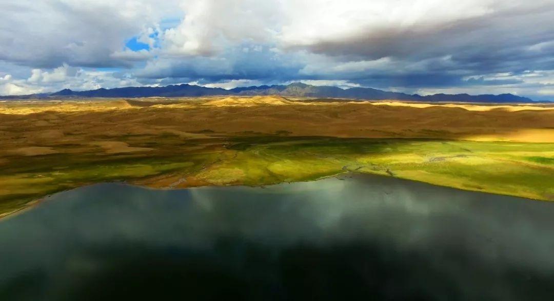 金子海水利风景区深居青藏高原内陆,以高原湖泊,沙山,湿地,草原以及