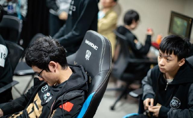 RNG成功出线Karsa抱头痛哭引玩家心疼