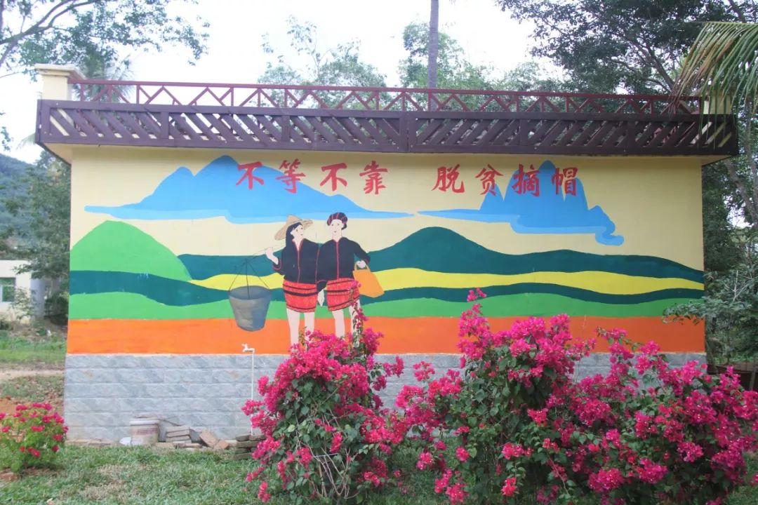 村中的黎苗特色风景画 在2013年,友谊村被列为万冲镇文明生态示范村.