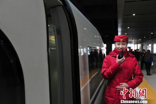 """京沈高铁辽宁段模拟载客试运行""""满月"""""""