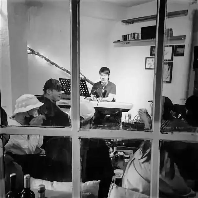 和平区:有情怀的店铺里,有怀揣梦想的歌者