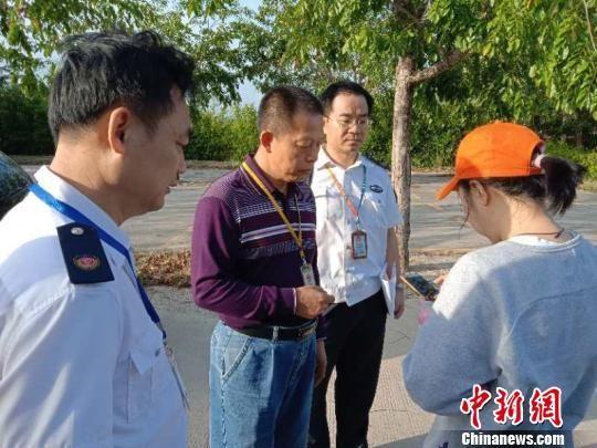 海南三亚省市两级涉旅部门联合行动,查处涉旅非法案件。 三亚市旅游质监局供图摄