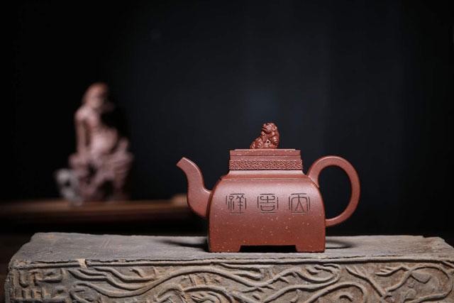 江苏省陶瓷艺术名人汤杰四方玉玺壶.jpg