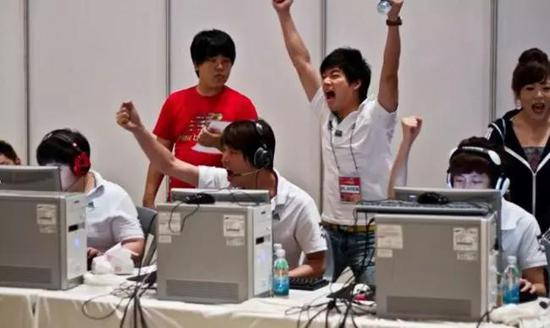 2010年带队去韩国参加比赛的KIndy