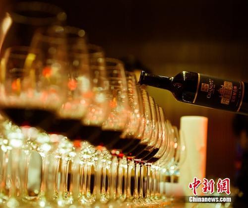 《中国葡萄酒的复兴》在英国出版发行