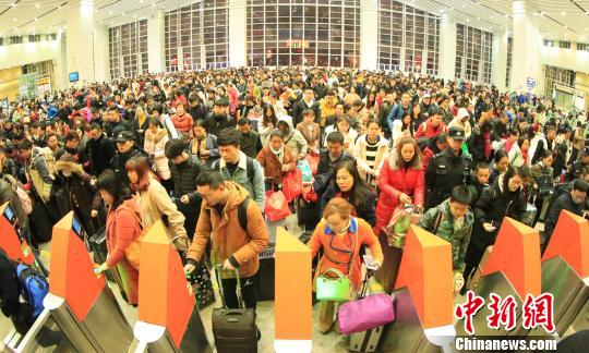 广铁节后返程客流高峰持续湖南地区加开夜间高铁