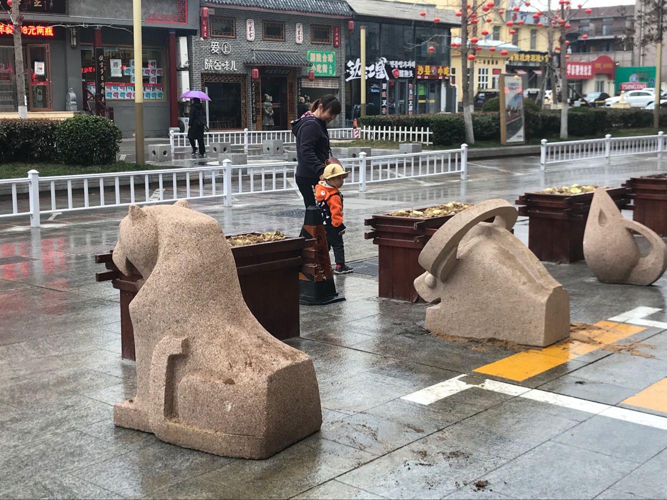 十二属相石雕重回威海公园路