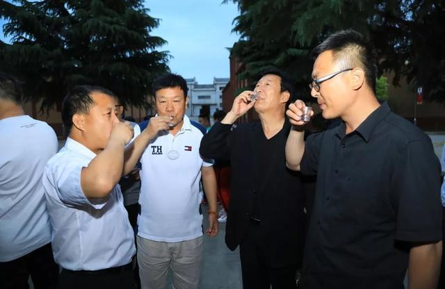 探寻仰韶文化,品味陶香美酒||《不是闹着玩的3》剧组一行走进仰韶酒厂