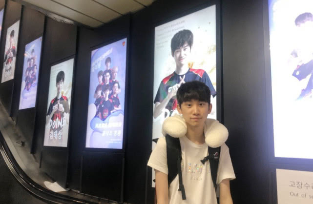 Doinb粉丝承包韩国首尔大屏应援广告中国女婿有排面