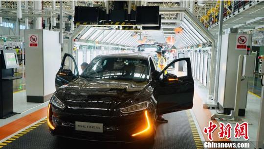 即将在两江智能工厂总装车间下线的黑色SF5 小康集团供图