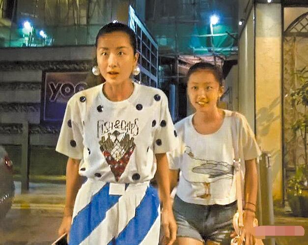 陈奕迅妻女现身与富豪聚餐 11岁爱女模样清秀【星看点】