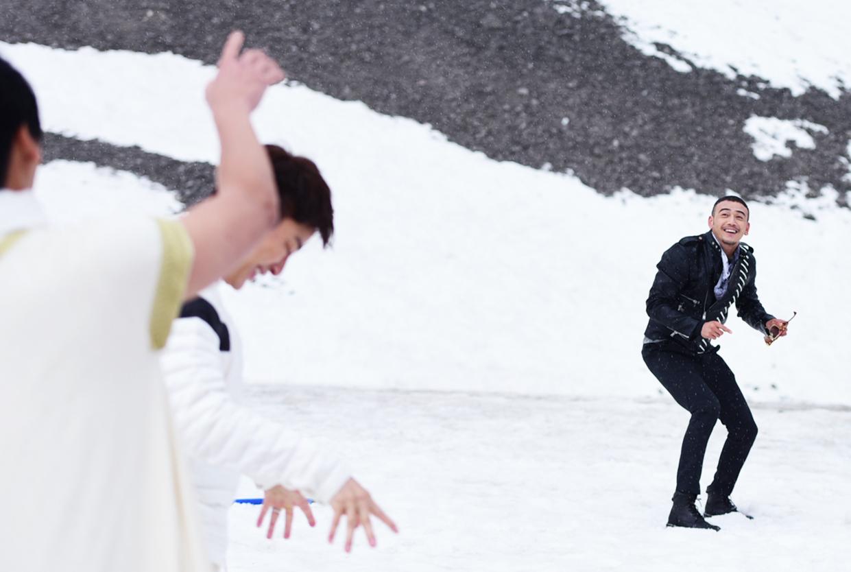 """这画风对吗?""""小包总""""杨烁和贾乃亮打雪仗【星看点】"""