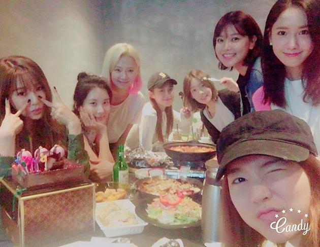 林允儿Sunny过生日 少女时代8姐妹聚齐【星看点】