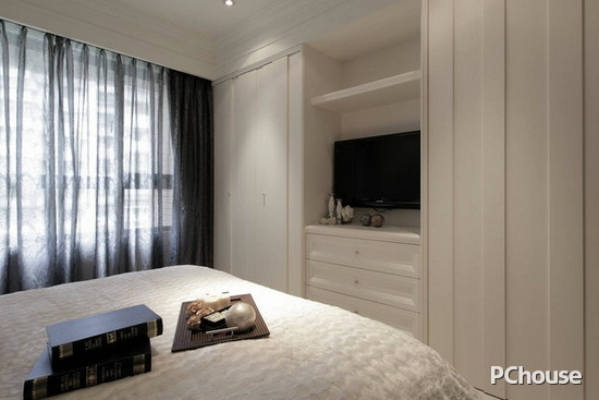 家居装修  主卧飘窗窗帘效果图 主卧飘窗窗帘效果图4 设计师利用柜体
