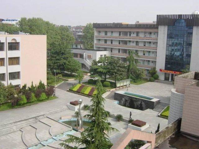"""实验高中率先跨入""""湖北省普通高中示范学校""""的中学行列,是武汉市政府哪在先进南阳图片"""