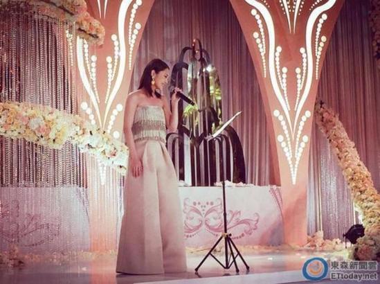 【今日头条娱乐】杨丞琳为陈妍希婚礼献唱 激动到脸红落泪(图)