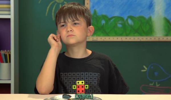 心疼中华美食:这次外国小朋友挑战白嘴吃皮蛋