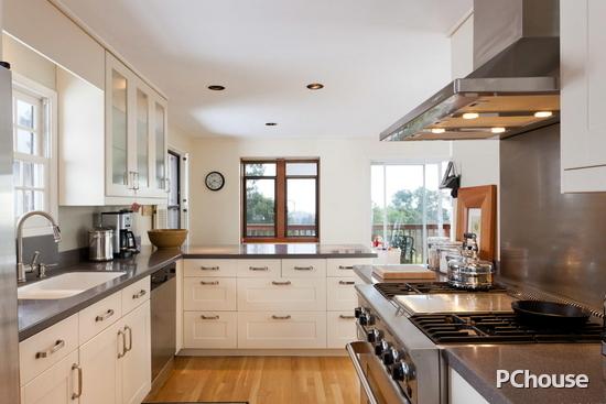 整体厨房橱柜不锈钢台面装修设计效果高清图片