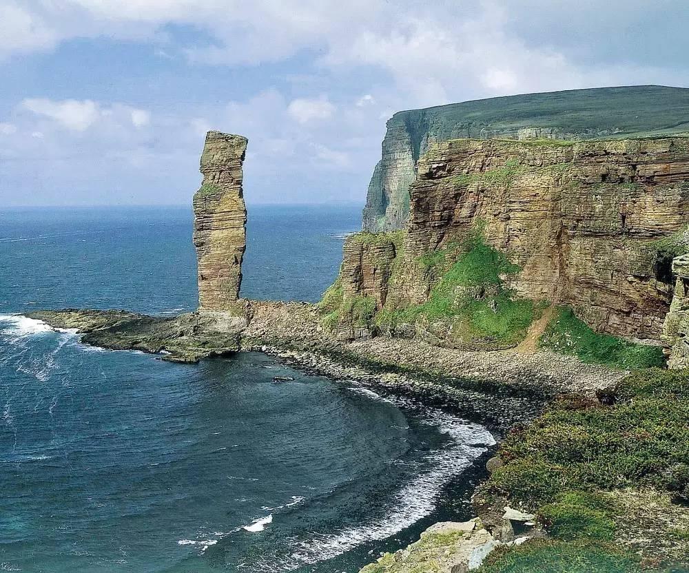 """美酒旅图  ▲名叫""""霍伊老人""""的石柱独立于岸崖之外,伫立在奥克尼群岛"""