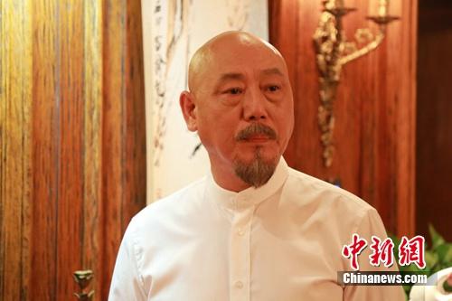【星娱TV】老戏骨李成儒谈圈内怪象:年轻人过早红没好处