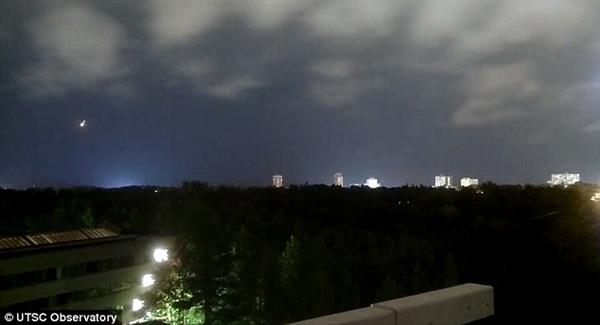 美国上空惊现巨型火球目击者报警后方知真相