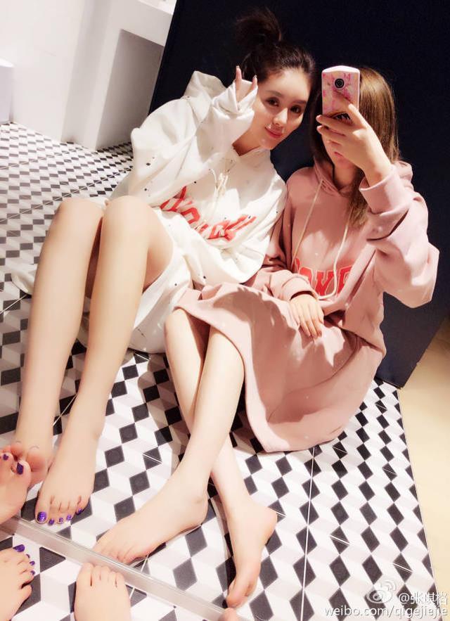 九州娱乐网 肤白貌美大长腿 电竞女王张琪格自拍太惹火